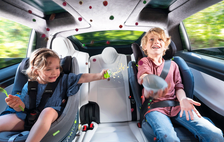 Small children playing in the car on a long jounrey Swandoo